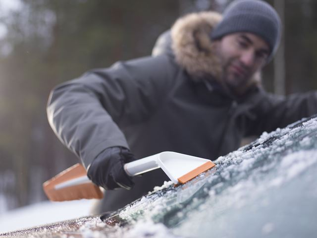 Isskrape m/kost Snowxpert KOST OG ISSKRAPE SNOWXPERT FISKARS Norway AS
