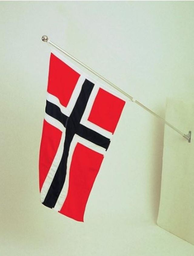Balkongflagg Snurre 150 cm m/flagg 100 cm SNURRE 150CM M/FLAGG 100CM ALU Festplassen  AS